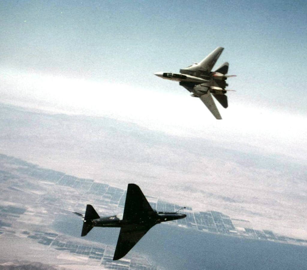 Mighty Wings - Top Gun - F-14 vs. A-4